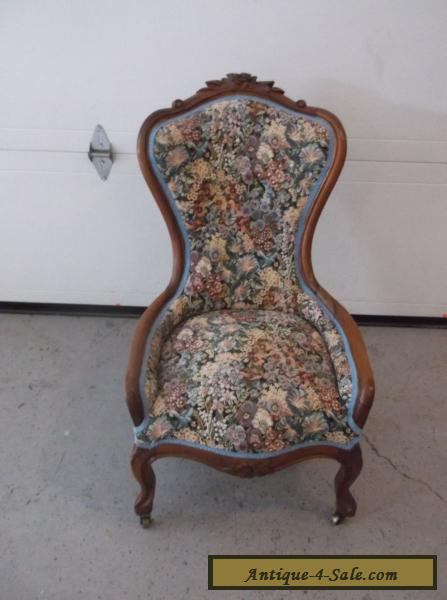 Vintage French Provincial Parlor CHAIR Carved Walnut Beautiful for Sale - Vintage French Provincial Parlor CHAIR Carved Walnut Beautiful For