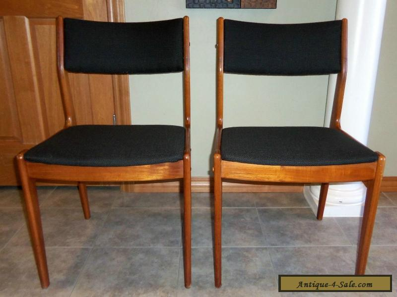 Pair Of Vintage Mid Century Danish Modern Teak Dining Chairs For Sale In Unit