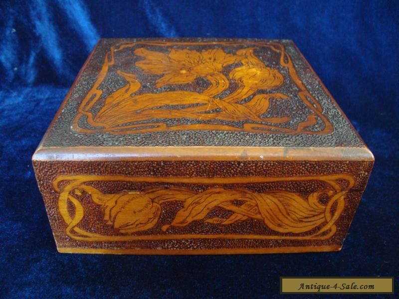AN ANTIQUE ART NOUVEAU PYROGRAPHY POKER-WORK WOODEN BOX  for