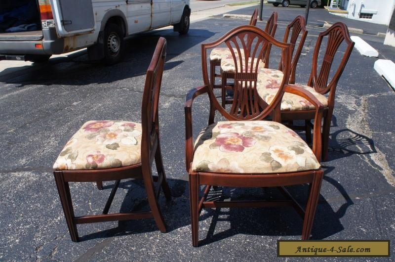 ... 6 Vintage Hepplewhite Style Mahogany Carved Shield Back Dining chairs  Mid Cent for Sale - 6 Vintage Hepplewhite Style Mahogany Carved Shield Back Dining