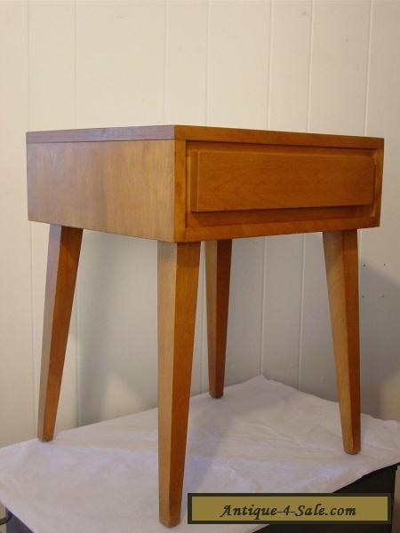 ... VINTAGE 1950S CONANT BALL NIGHTSTAND RUSSEL WRIGHT END TABLE MID  CENTURY MODERN For Sale