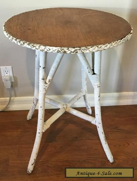 VINTAGE / ANTIQUE WICKER AND WOOD ROUND TABLE For Sale
