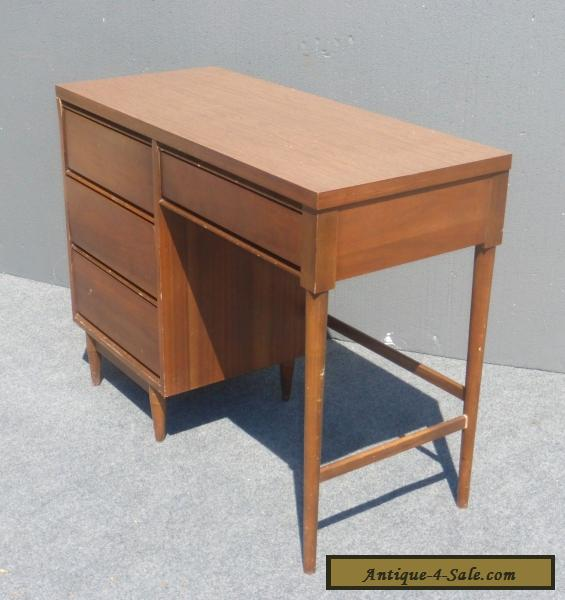 vintage danish mid century modern style writing desk 4 drawers peg legs for sale in united states. Black Bedroom Furniture Sets. Home Design Ideas