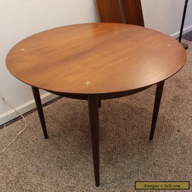 Mid Century Danish Modern Unusual Round Walnut Extension Dining Table For