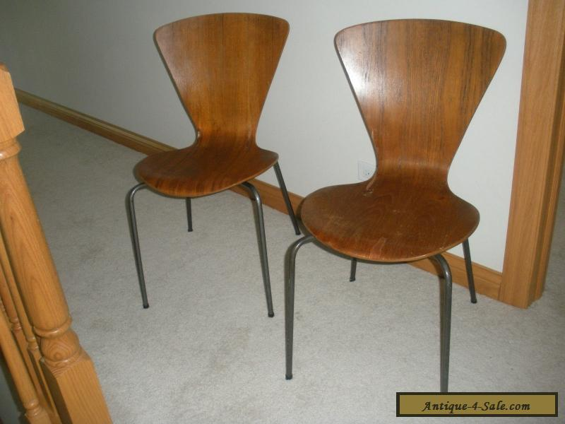 2 VINTAGE SIDE CHAIRS IN STYLE OF ARNE JACOBSEN SCANDINAVIAN MID CENTURY  MODERN For Sale