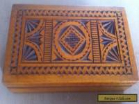 ANTIQUE / VINTAGE WOODEN BOX WITH BEAUTIFUL CARVED DETAIL ALL AROUND IT.