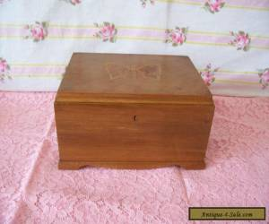 "ANTIQUE/VINTAGE  WOODEN BOX 8"" X 4.4"" WITH BUTTERFLY DETAIL TO LID  for Sale"