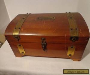 Vintage Antique Wood Box with Padded Fabric Interior  Dovetail  for Sale