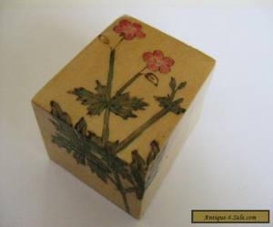 VINTAGE CHINESE HAND PAINTED WOODEN BOX,SILK LINED,VERY PRETTY LOOKING BOX < for Sale