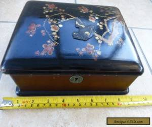 Vintage Chinese Decorated Lacquered Trinket Box for Sale
