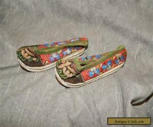 Antique Chinese Gold Metalic Thread Embroidered Bound Feet or childs shoes for Sale