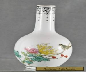 Beautiful Vintage Hand Painted Chinese Porcelain Decorative Small Vase for Sale