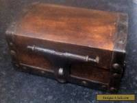ANTIQUE / VINTAGE WOODEN SMALL CHEST SHAPE BOX WITH METAL EDGES & LOCK