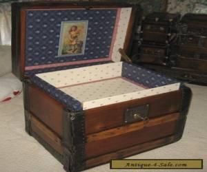 ANTIQUE STEAMER TRUNK VINTAGE VICTORIAN WOODEN HAT BOX OR LINGERIE HAND CHEST for Sale