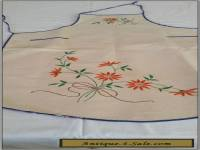 VINTAGE 1930S CALICO EMBROIDERED APRON